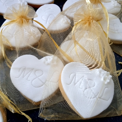 Find the perfect wedding favours with this expert advice