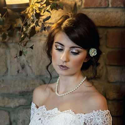 Get beautiful looking make-up with this wedding supplier