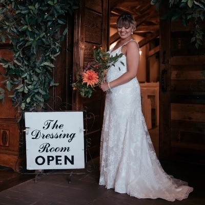Find the perfect wedding gown with expert advice