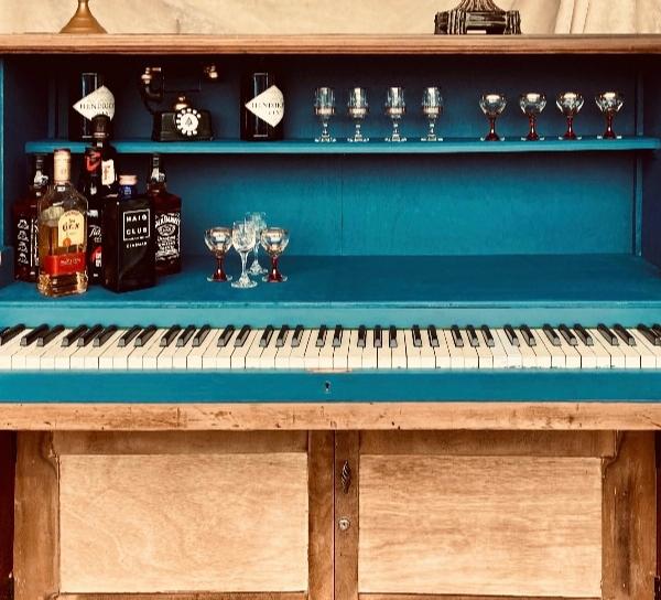 Albert & Charlie's piano bar